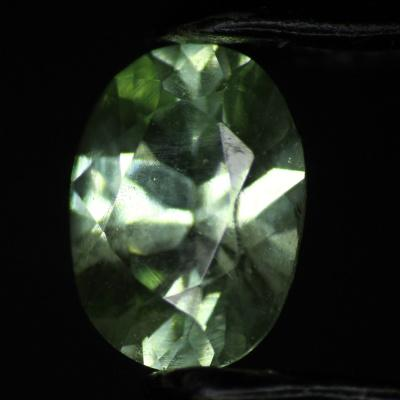 Grossular UV Fluorescentní 0.17 ct